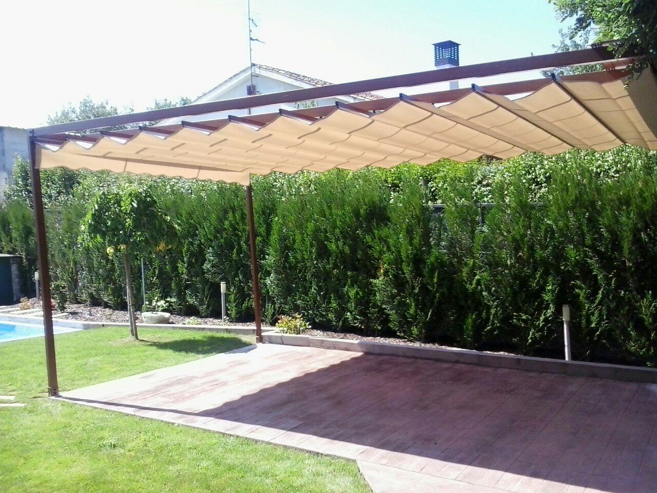 P rgola imitaci n madera a derrasa toldos informaci n for Toldos triangulares para terrazas